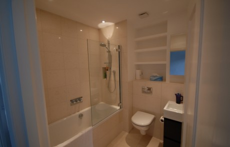 Bathroom with limestone tiles