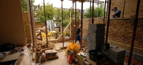 Building up the party and rear walls to the kitchen extension