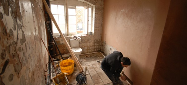 Plastering the bathroom